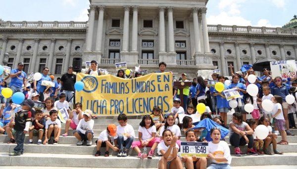 familias_unidas_escaleras_capitol